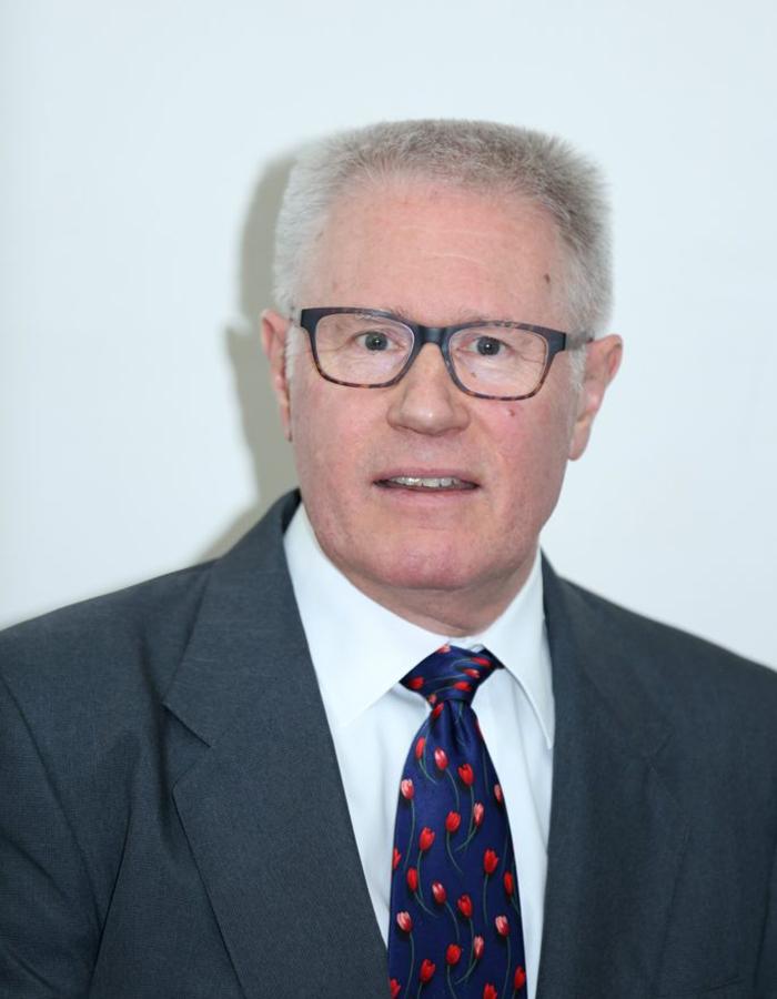 Dr. David Oakden